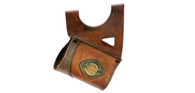 LeatherWorks Hanger Brown w/Green Leather Mount